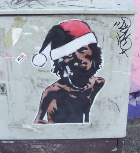 Hungergestalt mit Weihnachtsmann-Mütze